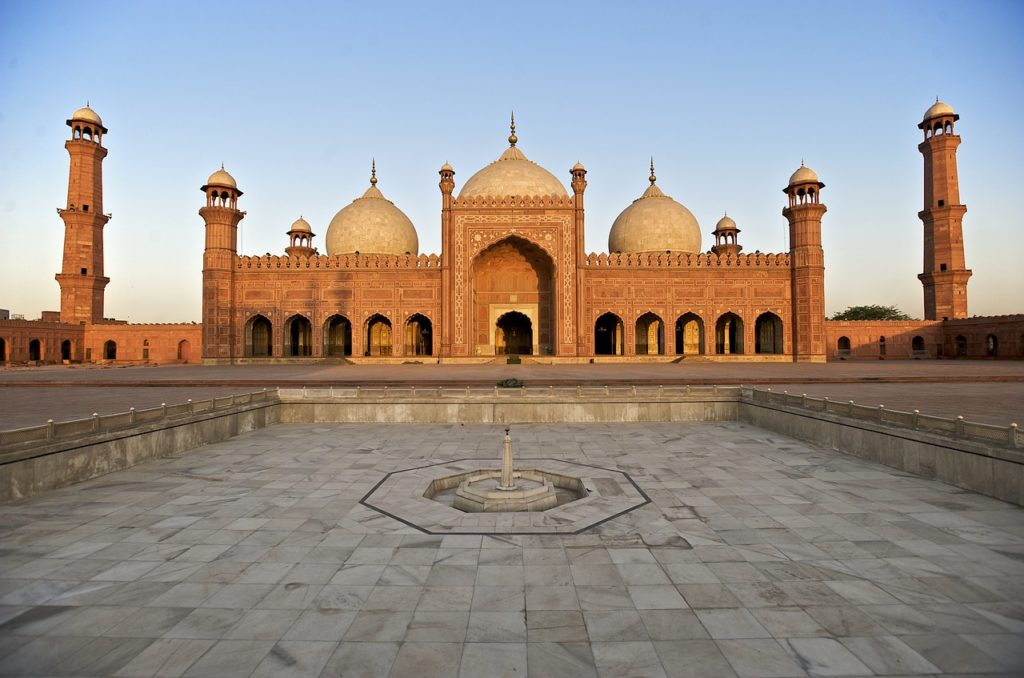 Badshahi Mosque Best Places to Visit in Pakistan