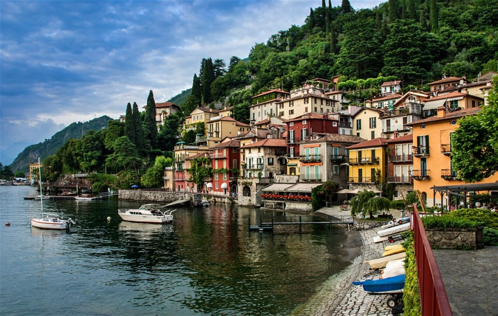 Lake como beautiful lakes in Italy