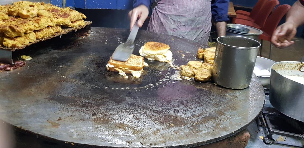 Bund Plastar Café Hameed, Sanda Road